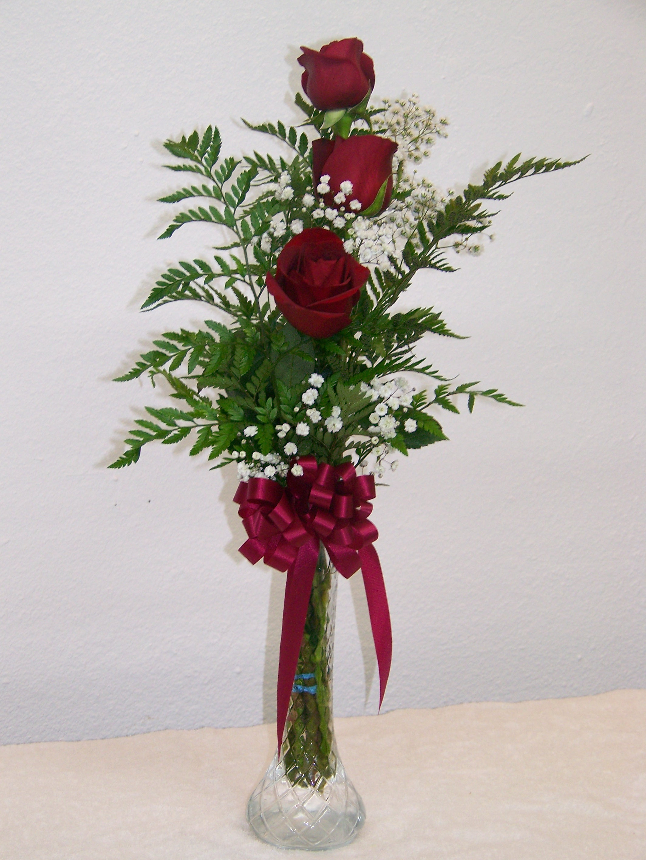 3 Red Roses In Bud Vase Barstow Floral Amp Bridal